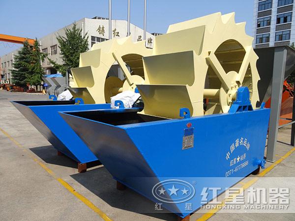 2,轮斗洗砂机为立式结构,主要由轮斗,低速减速箱,高速减速箱,电机